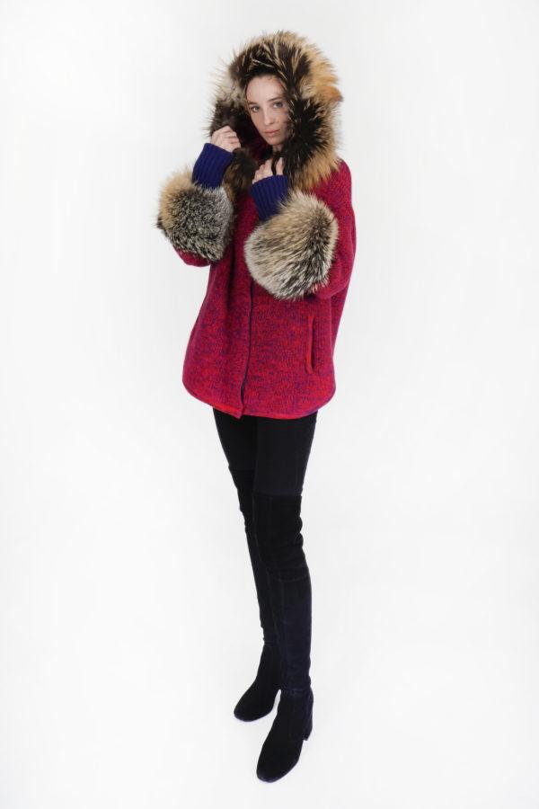 maglione in cashmere con cappuccio e polsi in volpe